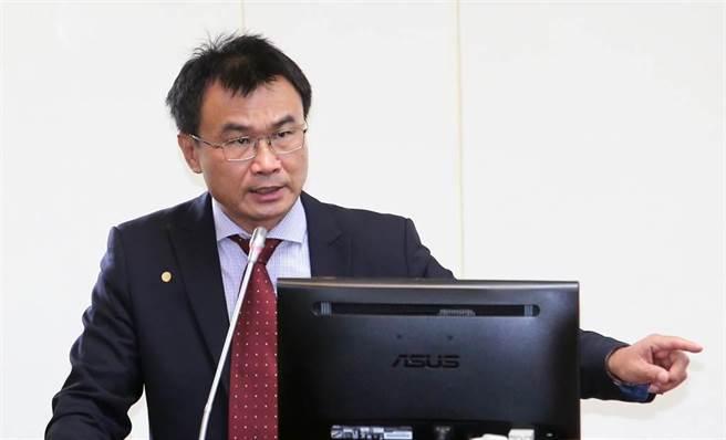 農委會主委陳吉仲表示,豬價波動都在合理範圍之內,消費者可負擔。(資料照/黃世麒攝)