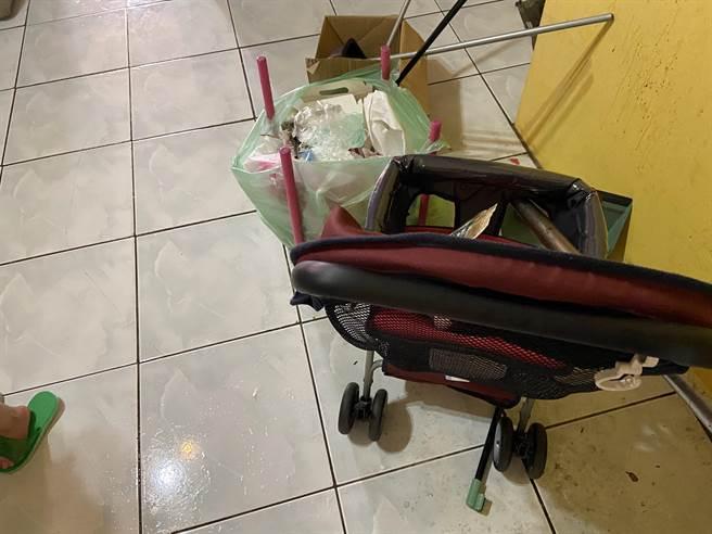 台中市一名生了5名子女的江姓父親,在網路發文要賣嬰兒車,一台才200元引起關注。(盧金足攝)