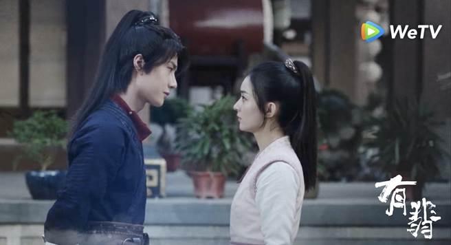 趙麗穎(右)與王一博在《有翡》有超近距離貼臉殺。(WeTV海外站提供)