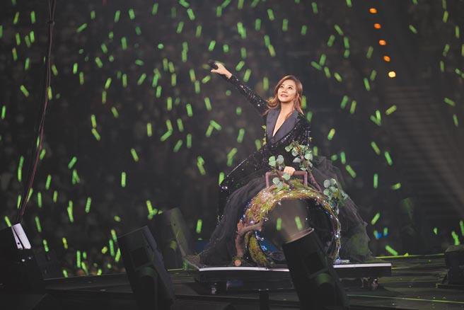 梁靜茹昨在小巨蛋開唱,感謝歌迷對她的支持。(超級圓頂提供)