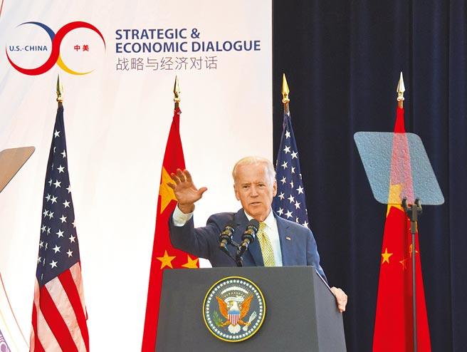 雖然川普簽署《台灣保證法》,但拜登新政府打「台灣牌」的意願與興趣遠比川普為低。圖為拜登資料照片。(中新社)