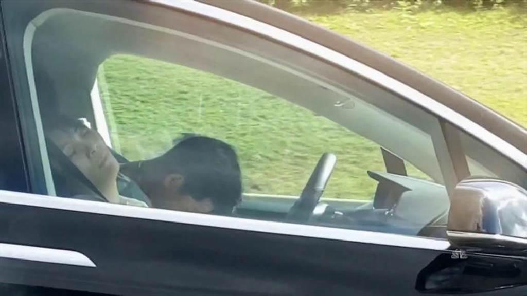 自駕睡覺的車主慘了!警方控「危險駕駛」刑事罪名,更激起修法管制聲浪