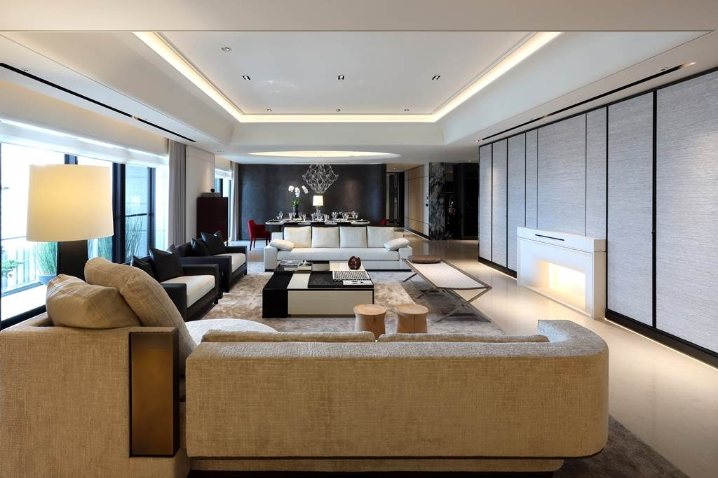 「寶璽天睿」實品屋斥資近4000萬元裝修,包含逾千萬元頂級家具,1戶要價2億元。(業者提供)