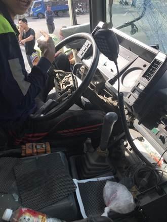 屏東混凝土車與汽機車擦撞 6人送醫