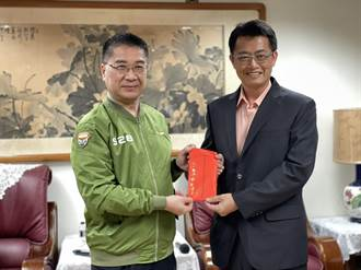 六龜警分局偵破宮廟慣竊案 徐國勇南下表揚