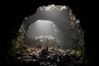 真實楊過和小龍女 住岩洞60年生4子 與世隔絕網驚呼