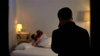 女看護白天照顧公公晚上照顧老公 床上激戰呻吟全都錄