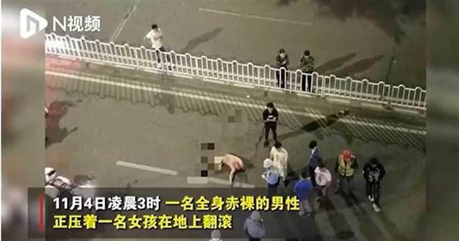 李男深夜裸體襲擊17歲少女遭逮捕。(圖/翻攝自N視頻)