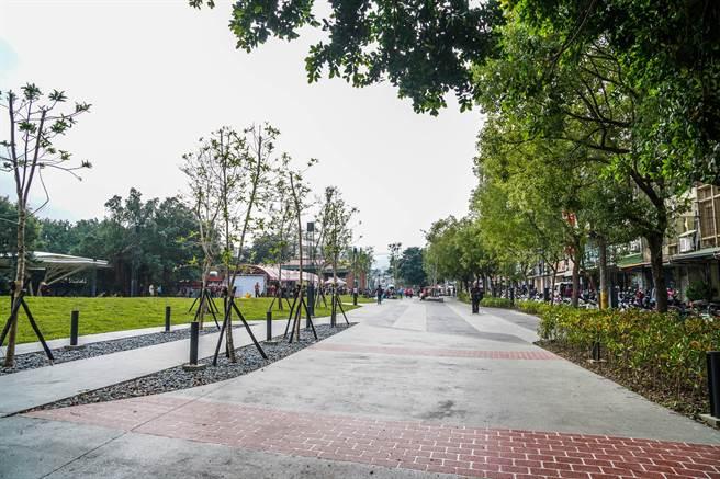 竹東之心中興河道水岸及城鎮步行空間再造計畫工程,共改善1萬5千平方公尺人行步道。(羅浚濱攝)