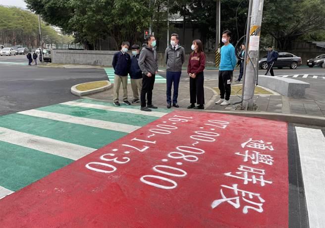 新竹市政府為讓新竹中學等學區學生有條安全的通學步道,特別打造安全步行的「通學巷」。(陳育賢攝)