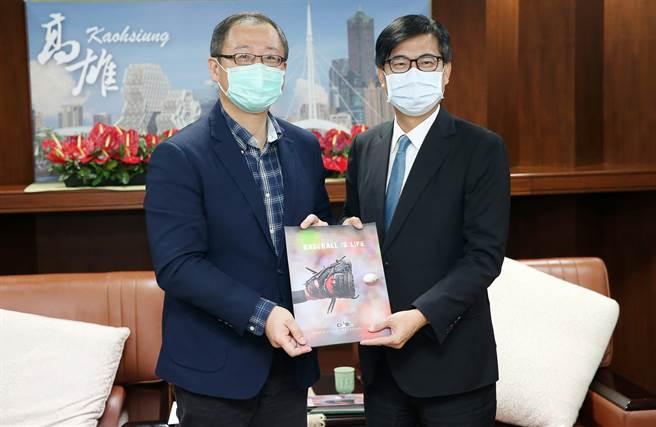 中职会长吴志扬(左)今南下拜会高雄市市长陈其迈。(中华职棒联盟提供)