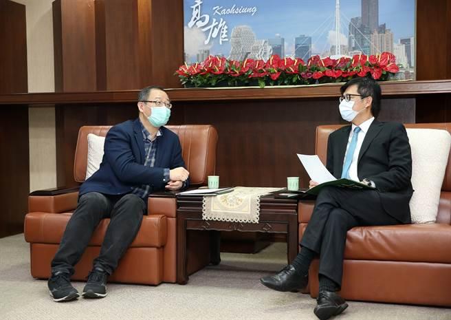 中职会长吴志扬(左)拜会高雄市市长陈其迈。(中华职棒联盟提供)