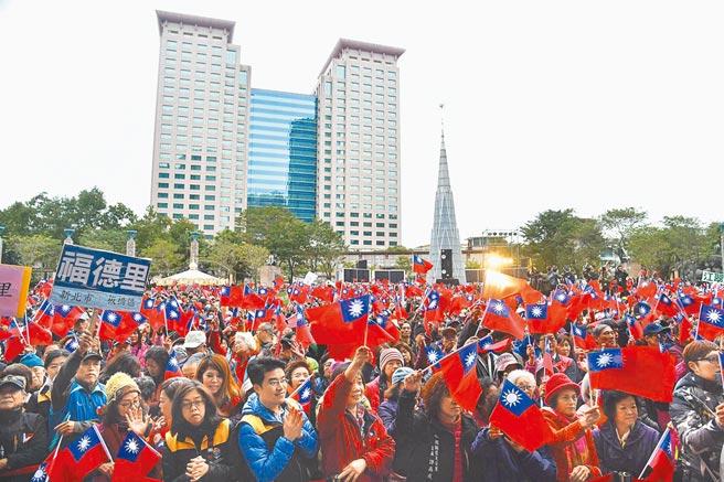 超過萬人參與的市民廣場元旦升旗典禮,因應疫情改成線上直播,不開放一般民眾到場參與。(新北市民政局提供)
