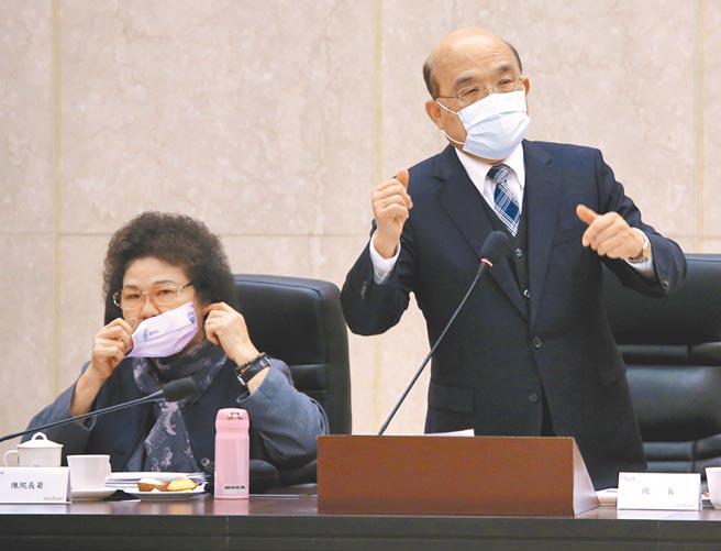 行政院长苏贞昌(右)与各部会首长出席「监察院109年巡察行政院会议」,监察院长陈菊(左)率领监委到场。(图文:陈君玮)