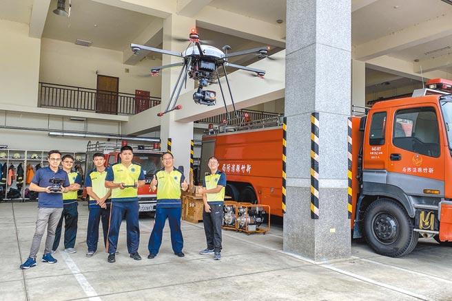 新竹縣消防局有34名消防員考取紅外線熱顯像無人機G1高級專業操作證。(羅浚濱攝)