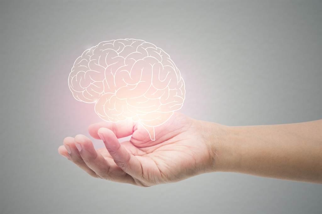 透過治療讓自律神經開始回歸協調狀態,記憶力會有更精準的排他性,只記得重要的事,不重要的瑣事則自然忘記,壓力銳減。(示意圖/Shutterstock)