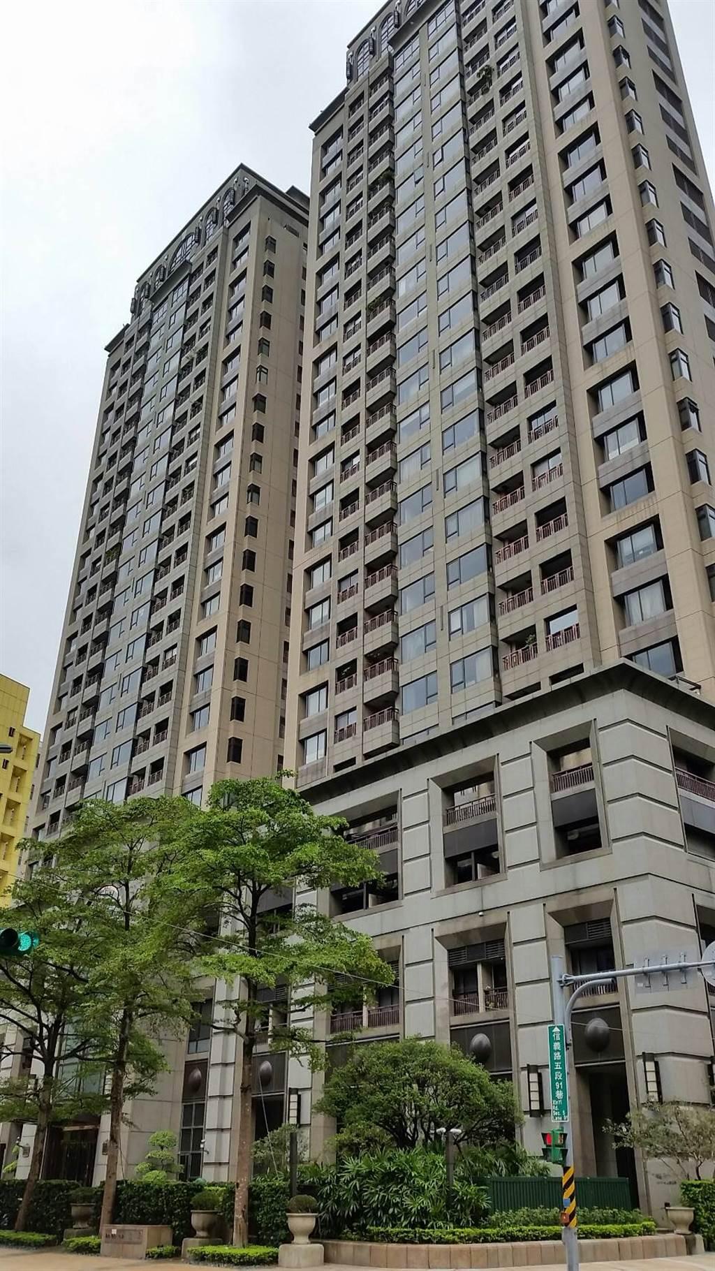 信義區豪宅「冠德遠見」揭露一筆交易,總價僅4230萬,賣方持有2年轉售小賺150萬。(台灣房屋提供)