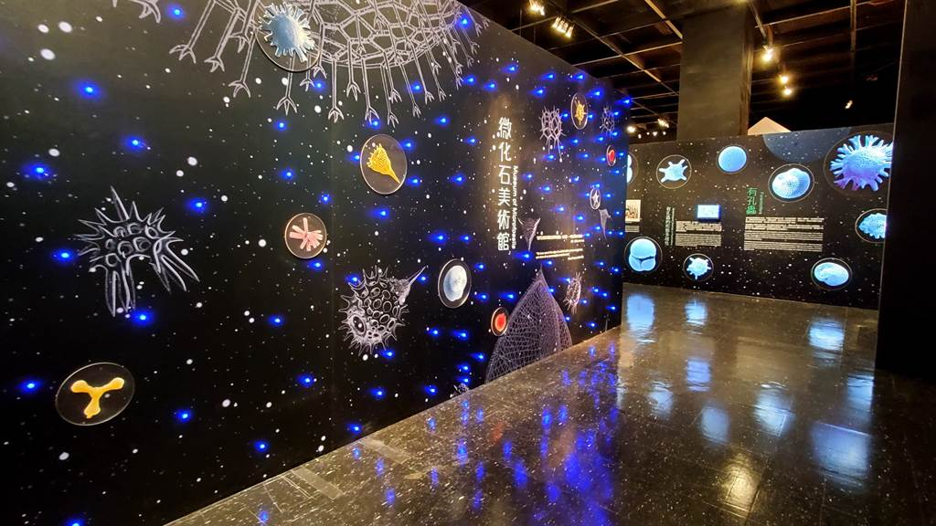 《微美幻境–海洋微化石》特展開幕,展場入口猶如太空幻境。(科博館提供/陳淑芬台中傳真)
