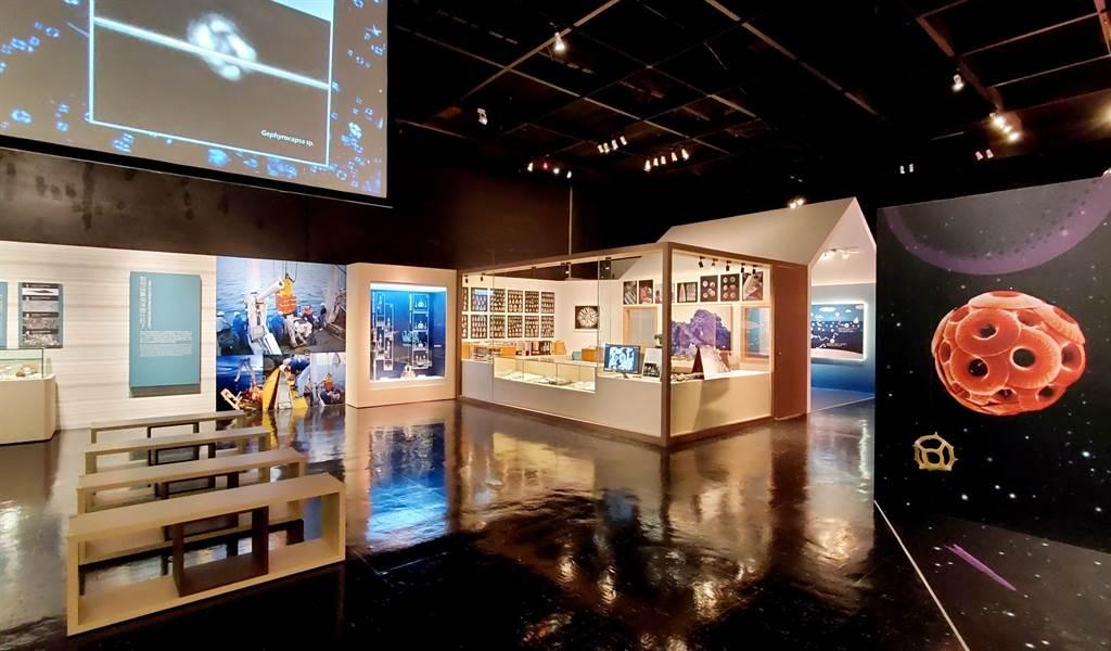 微美幻境–海洋微化石》特展,展場呈現太空幻境氛圍。(科博館提供/陳淑芬台中傳真)