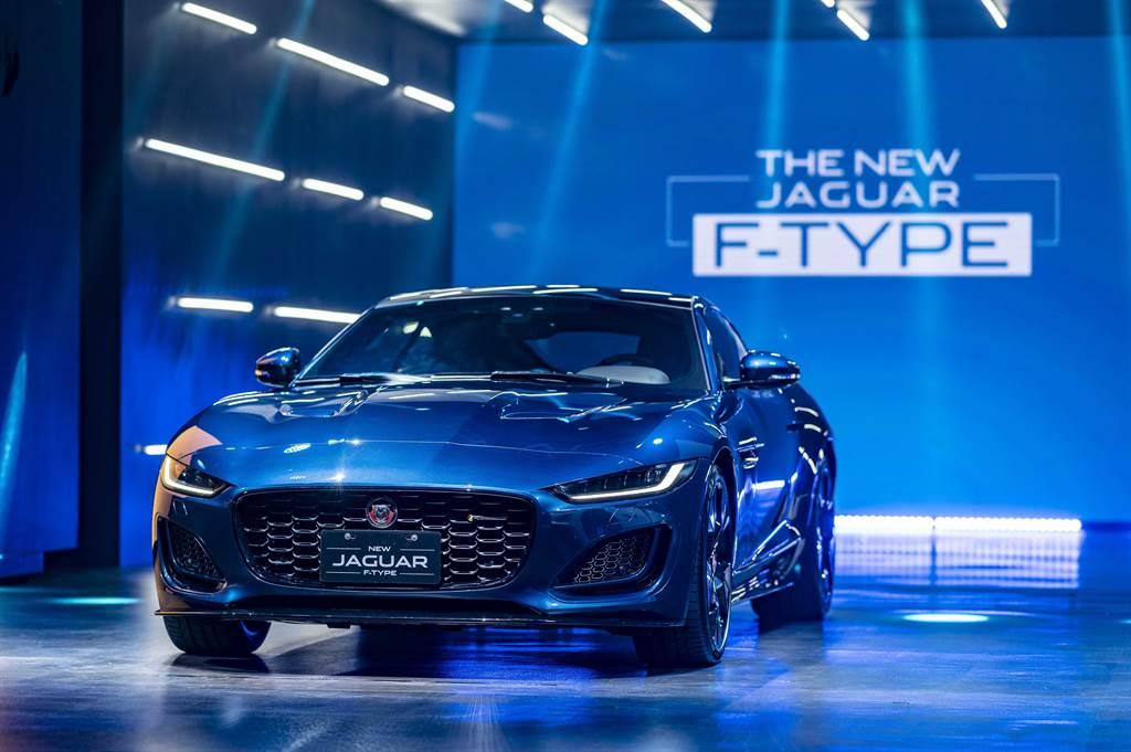 Jaguar F-TYPE運用最純粹的設計筆觸,以更具肌力感的自信風格,完美詮釋Jaguar當家純種跑車DNA。