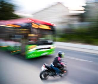 客運左轉「沒打方向燈」騎士撞亡 司機只賠1萬判刑1年2月