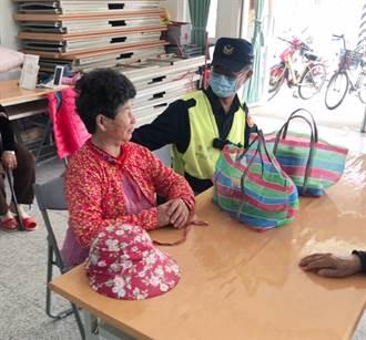 寒流發威 北港警分局貼心關懷獨居長者