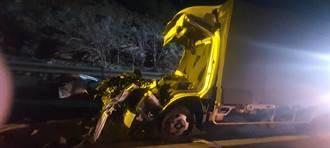 國3南下139公里處小貨車追撞大貨車 3人受傷
