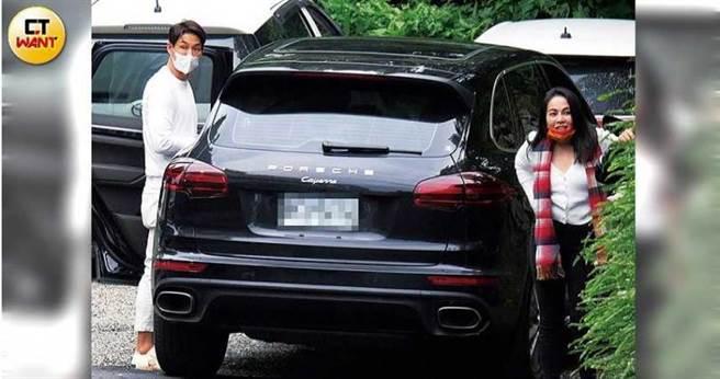 藍鈞天及老婆Fiona,也開車前來赴會。(圖/本刊攝影組)
