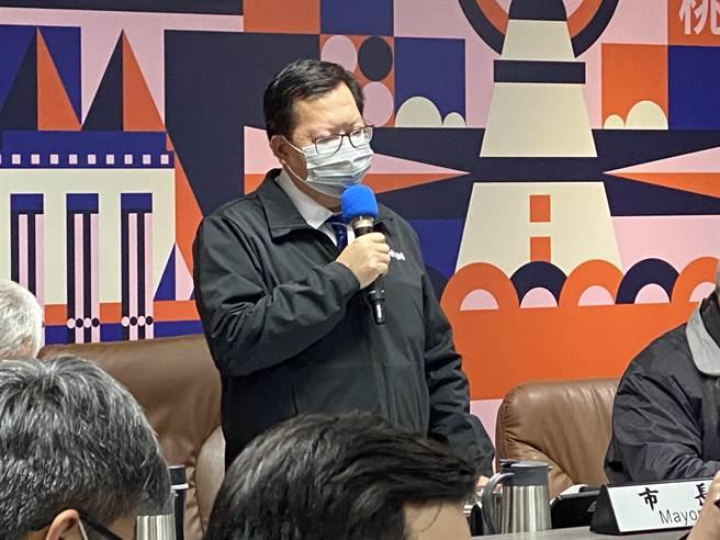 桃園市長鄭文燦30日表示,桃園會推動雙標章「國產豬」和「桃園豬」標章。(蔡依珍攝)