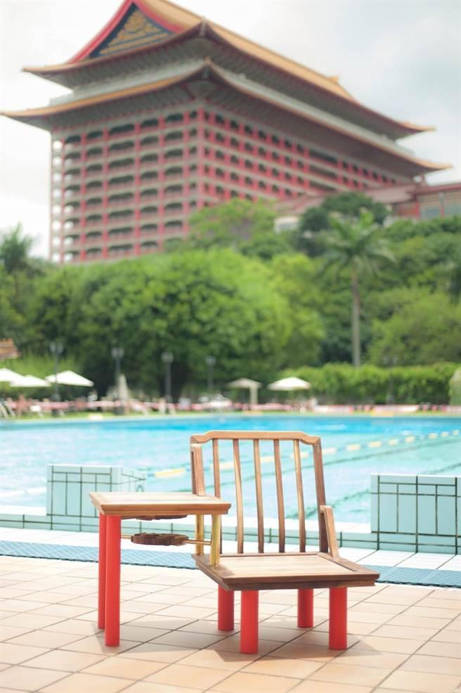 (將象徵圓山大飯店的紅柱轉作新結構賦予老家具新的生命。圖/工藝中心提供)
