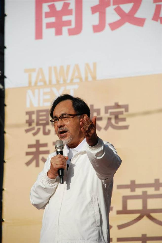 官員示範吃台灣豬  林濁水:這政府怎麼了。摘自林濁水臉書