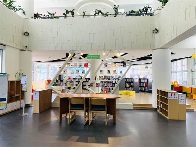 新豐鄉立圖書館則透過館員服務的熱誠,及貼心讀者服務獲得評審青睞獲得甲等獎。(莊旻靜攝)