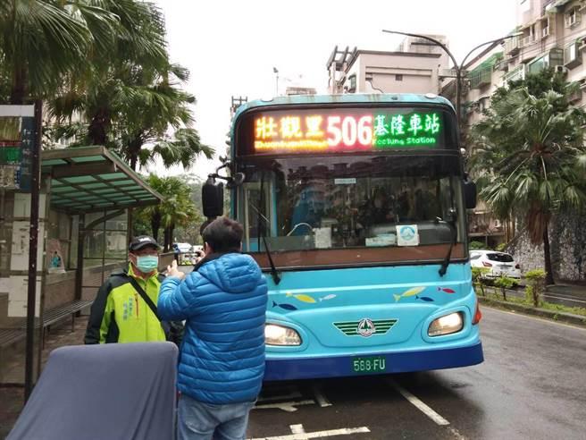 交通處增設506路線公車,起站設在壯觀松竹梅社區,30日開始試營運6個月。(基隆市政府提供/陳彩玲基隆傳真)