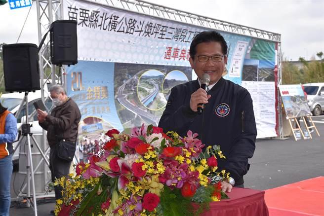 交通部長林佳龍當場宣布五楊高架將延伸至頭份。(謝明俊攝)