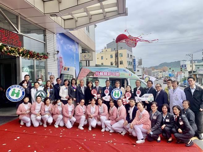 国际扶轮社30日捐赠1辆行动诊疗车,给南投基督教医院。(廖志晃摄)