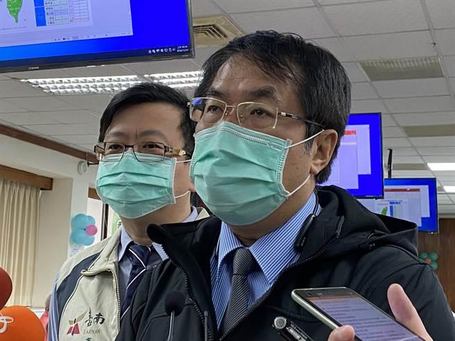 台南市长黄伟哲晚间宣布跨年晚会改为线上举办。(曹婷婷摄)