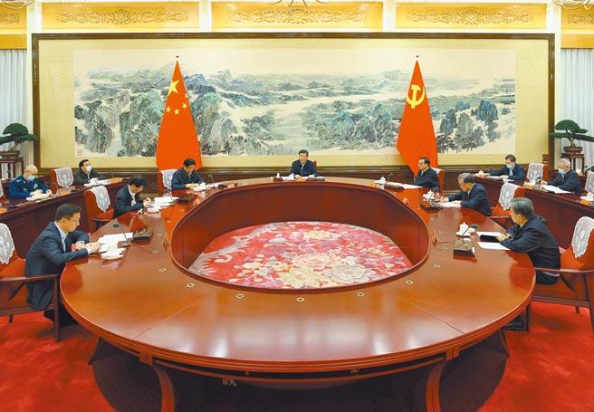 12月25日,中共中央政治局召开民主生活会。(新华社)