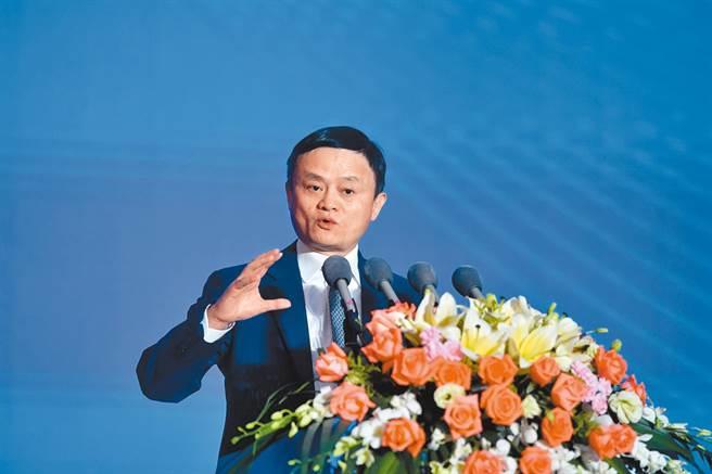 馬雲10月還曾在胡潤百富榜已4度拿下中國首富位置,但隨著螞蟻集團上市被叫停、阿里巴巴被反壟斷立案股價大跌,身價大幅縮水。(中新社資料照片)