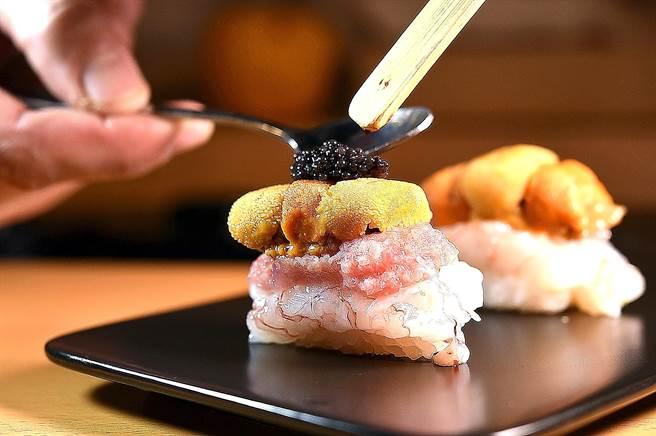 〈忻鮨〉壽司割烹的〈海鮮四重奏〉第四層是德國魚子醬。(圖/姚舜)
