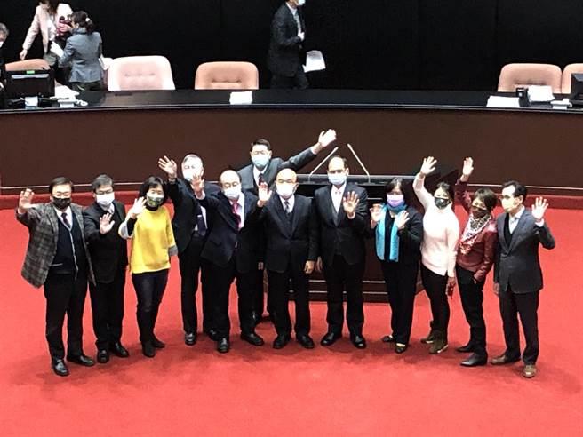 立法院第10屆第2會期今天落幕,行政院長蘇貞昌循例赴立法院致意。(趙婉淳攝)
