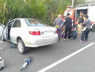 元旦遊梅嶺自撞 轎車離奇失控撞護欄 2死1命危