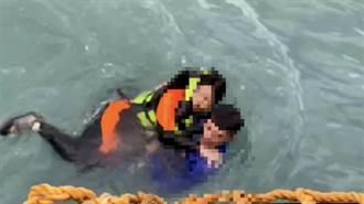 花蓮溪口划立槳  7遊客漂外海 2人落水驚險獲救