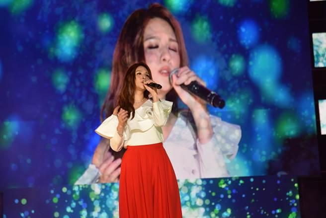郭靜在晚會中演唱新歌及經典歌曲。(莊旻靜攝)