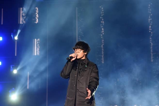 盧廣仲帶來6首歌曲,還自彈自唱,唱功深厚。(莊旻靜攝)