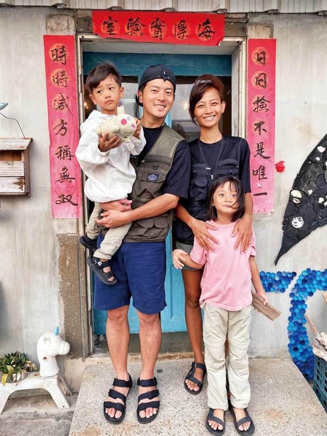 宥勝與老婆小嫺(蕾媽)、女兒蕾蕾及兒子剴剴的家庭生活,很受網友關注。(圖/翻攝自宥勝臉書)