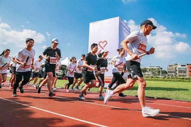 運動不但能促使大腦分泌「快樂激素」多巴胺,也能稀釋「2-壬烯醛」的濃度,好處多多。(圖/瑞銀提供)