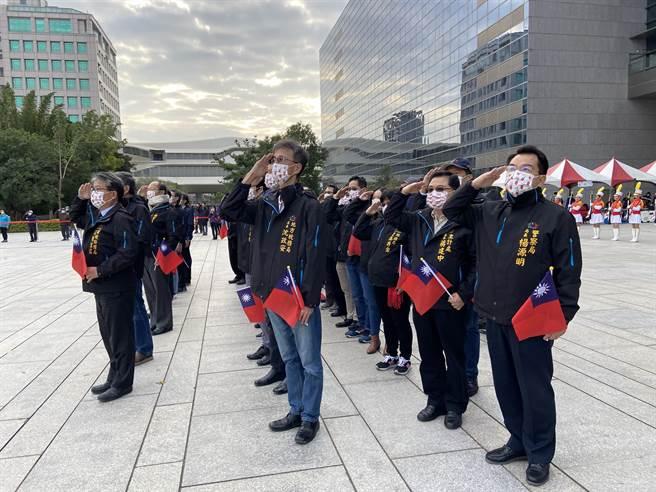 台中市元旦升旗典禮僅市府團隊出席,只以10分鐘即完成升旗典禮。(盧金足攝)
