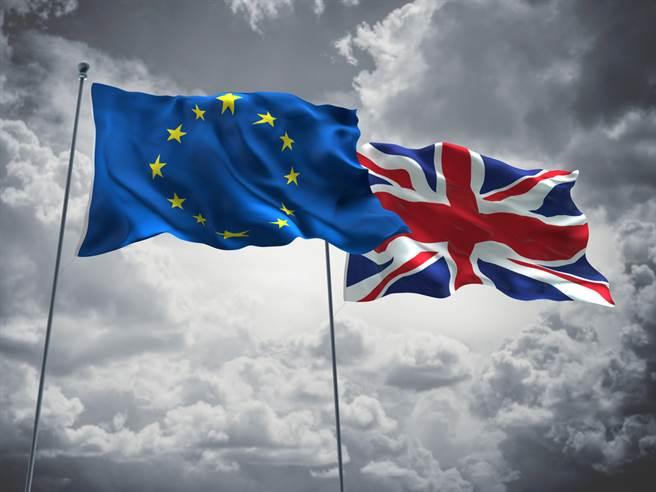 英國4年半前公投決定脫離歐洲聯盟(EU),今天終於脫離歐盟單一市場和關稅同盟,正式結束與歐盟間長達半世紀波折不斷的夥伴關係。(示意圖/shutterstock)