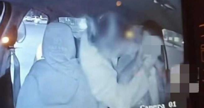 司機遭女乘客強吻,意外引發網友論戰。(圖/翻攝自網易新聞)