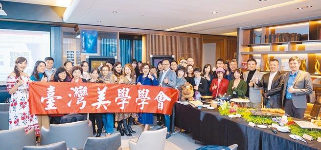 臺灣美學學會快閃藝術美學講座以專業知識及豐富經驗,持續為藝術家與廣大收藏族群帶來機遇和探索。圖/臺灣美學學會提供